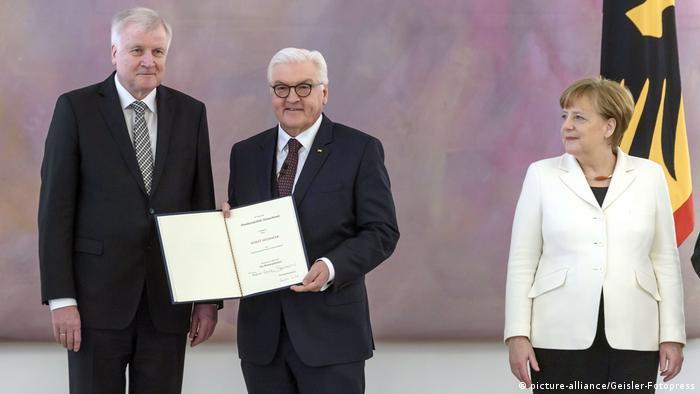 Deutschland Ernennung der Minister | Horst Seehofer, Frank-Walter Steinmeier und Angela Merkel (picture-alliance/Geisler-Fotopress)
