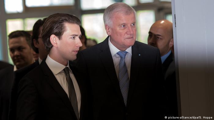 Deutschland Sebastian Kurz, Bundeskanzler Österreich & Horst Seehofer in Berlin (picture-alliance/dpa/S. Hoppe)