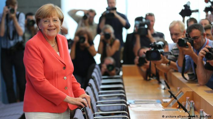 Deutschland 2015 Bundespressekonferenz | Angela Merkel, Bundeskanzlerin (picture-alliance/dpa/K. Nietfeld)