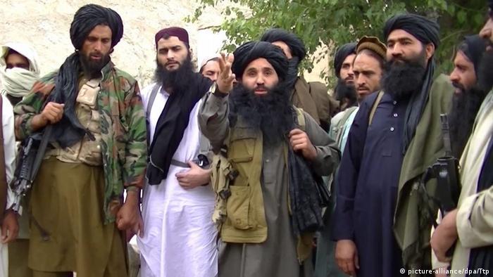 Pakistan Taliban leader Mullah Fazlullah (middle)