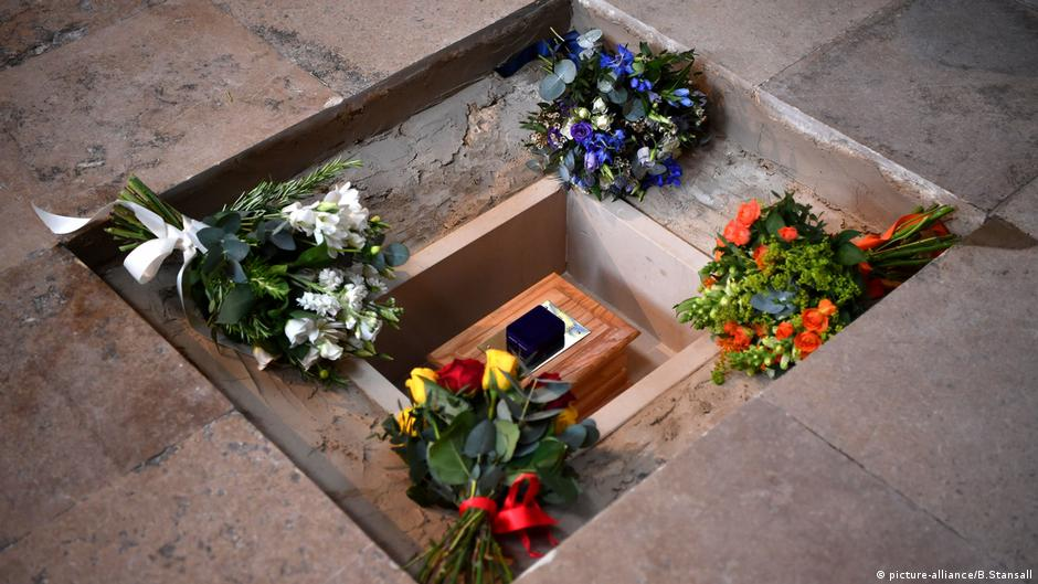 Stephen Hawking In Westminster Abbey Beerdigt Aktuell Europa Dw