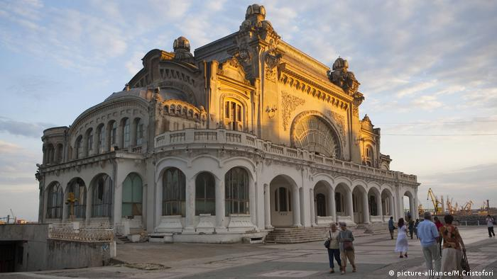 Romania′s faded architectural gems want to be kissed awake | DW