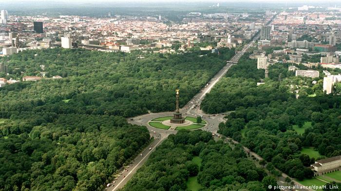 Berlin - egessäule mit der acht Meter hohen vergoldeten Göttin Victori (picture-alliance/dpa/H. Link)