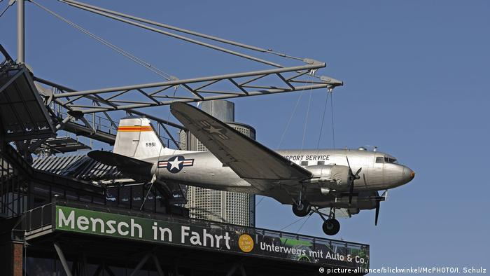 Berlin Schoeneberg - Douglas C-54 Skymaster displayed outside the German Museum of Technology (picture-alliance/blickwinkel/McPHOTO/I. Schulz)