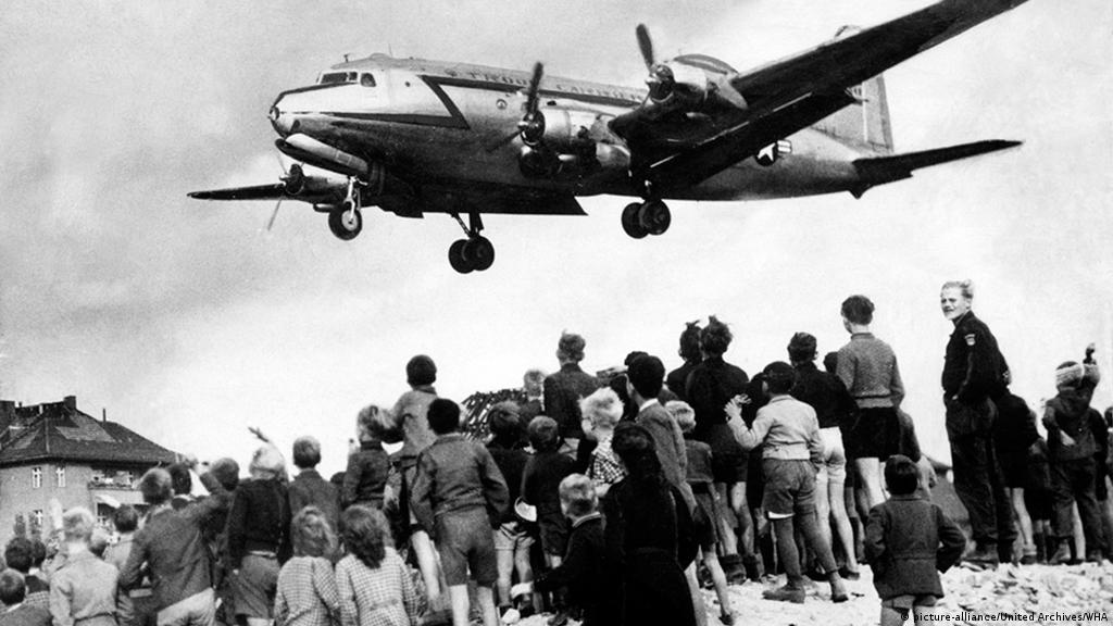 Berlin Airlift 70 years on: When occupiers became protectors | Germany|  News and in-depth reporting from Berlin and beyond | DW | 24.06.2018