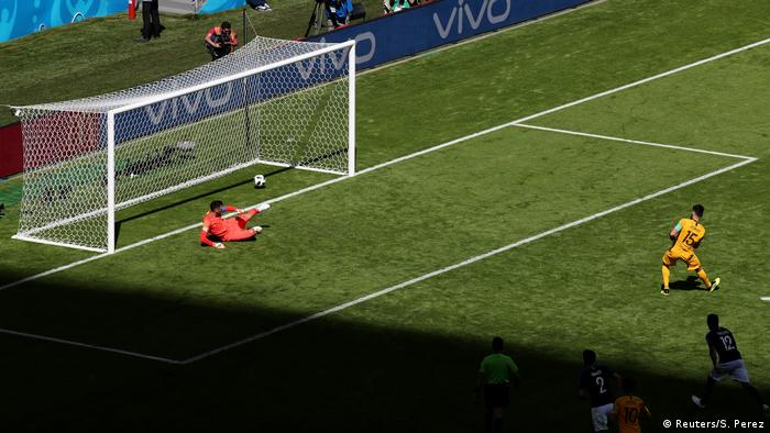 Mile Jedinak equalizes from the spot for Australia