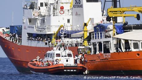 """""""Ούτε για καύσιμα"""" στην Ιταλία τα πλοία των ΜΚΟ"""