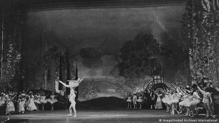 Сцена из Балета Щелкунчик в Большом театре