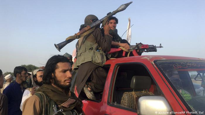 Afghanistan Taliban in der Provinz Nangarhar (picture-alliance/AP Photo/R. Gal)