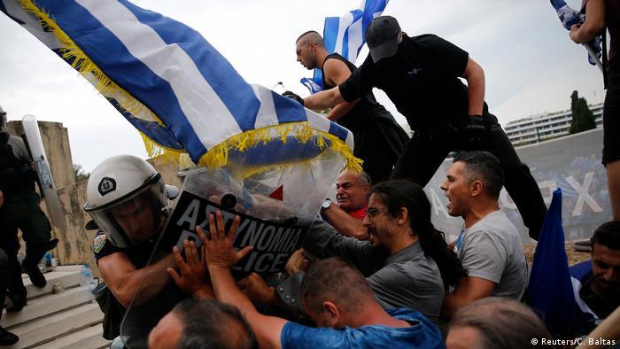 Griechenland Protesten vor Parlament (Reuters/C. Baltas)