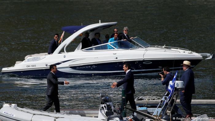 Einigung im Namensstreit um Mazedonien in Psarades, Zoran Zaev Alexis Tsipras (Reuters/A. Konstantinidis)