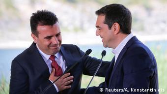 Griechenland - Alexis Tsipras und Zozan Zaev (Reuters/A. Konstantinidis)