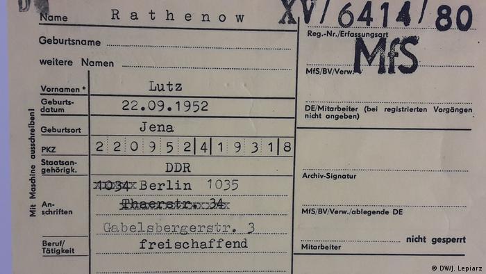 Berlin - Ausstellung Einblick ins Geheime typische Karteikarte aus dem Stasi-Archiv