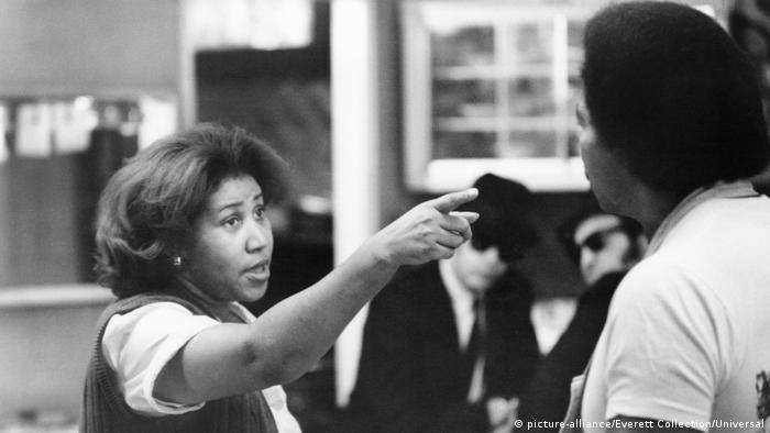 Aretha Franklin em cena do filme Os irmãos cara de pau
