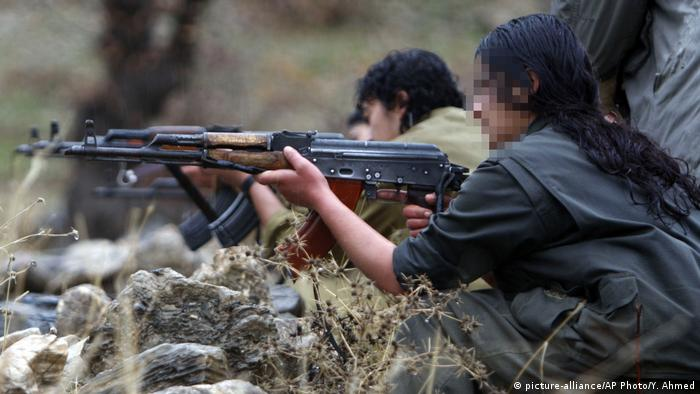 Irak Kurdistan Kandil-Berge | PKK-Kämpfer und -gebiet (picture-alliance/AP Photo/Y. Ahmed)