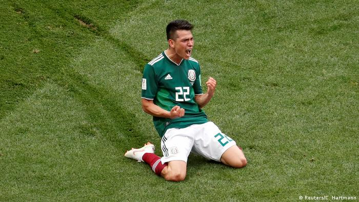 Hirving Lozano celebrates scoring Mexico's winner (Reuters/C. Hartmann)