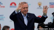 Turkish President Tayyip Erdogan greets his supporters during an election rally in Istanbul, Turkey, June 17, 2018. REUTERS/Osman Orsal