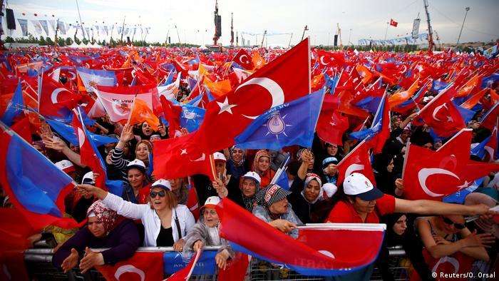 Предвыборный митинг сторонников Эрдогана. Турция, 17 июня 2018 г.