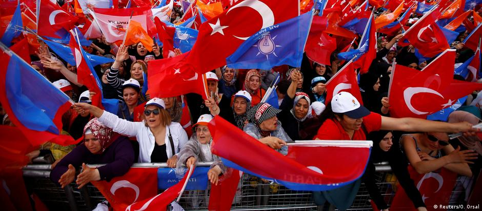 Turkey supporters of President Erdogan rally ahead of elections (Reuters/O. Orsal)
