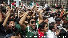 Fan's celebrate Mexico's win during the Mexico vs. Germany World Cup soccer match,(picture-alliance/AP Photo/A. Vazquez)