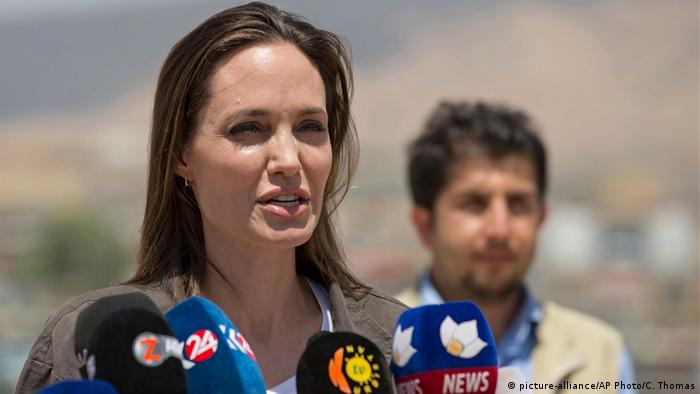 Irak Schauspielerin Angelina Jolie in Dohuk (picture-alliance/AP Photo/C. Thomas)