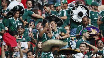 Мексиканские фанаты на трибунах в Лужниках