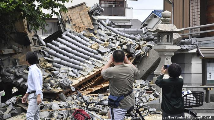 Japan Erdbeben in Osaka (picture-alliance/AP Images/The Yomiuri Shimbun/T. Ozaki)