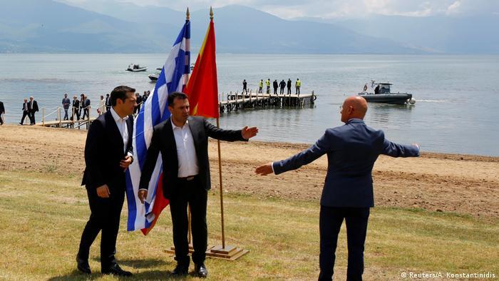 Mazedonien Griechenland Namensstreit beigelegt Zaev und Tsipras (Reuters/A. Konstantinidis)