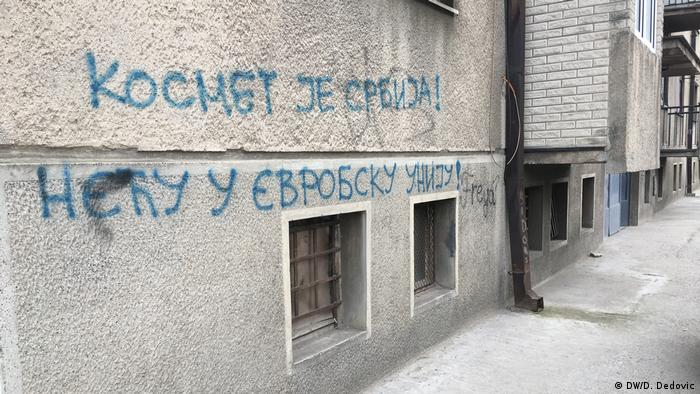 Kosovo Belgrad Graffiti-Banner-Botschaften