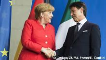 Conte shake hands after giving a statement to the press before their meeting at the Chancellery in Berlin, Germany (Imago/ZUMA Press/E. Contini)