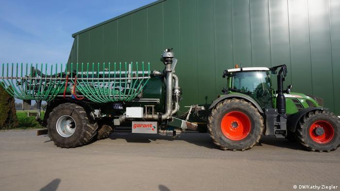 Traktor zur Düngung mit Gülle (DW/Kathy Ziegler)