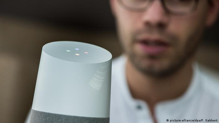 Google Home voice assistant (picture-alliance/dpa/F. Gabbert)