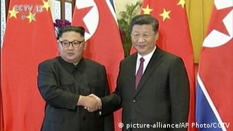 China - Kim Jong Un zu Besuch bei Xi Jinping (Screenshot aus China's CCTV) (picture-alliance/AP Photo/CCTV)