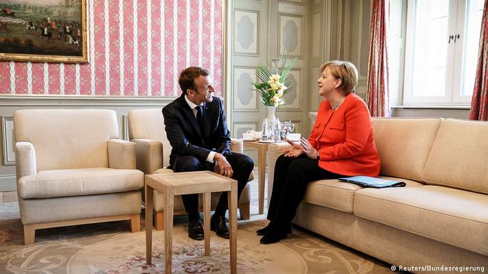 Deutschland Meseberg - Angela Merkel und Emmanuel Macron im Meseberg Palast