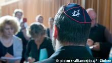 A man wearing a kippah at the trial in Berlin (picture-alliance/dpa/P. Zinken)
