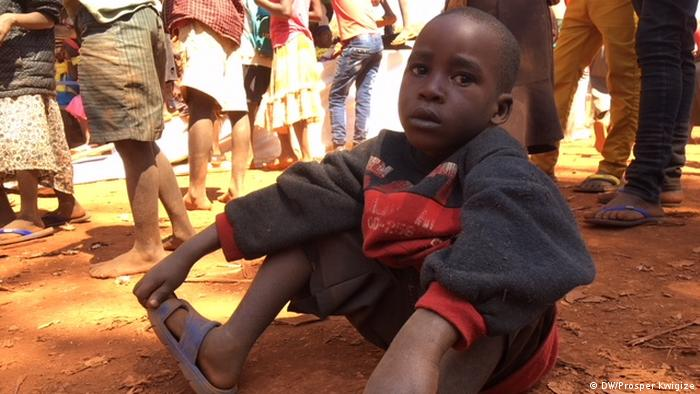 A Burundian refugee child sits on the ground in Tanzania (DW/Prosper Kwigize)