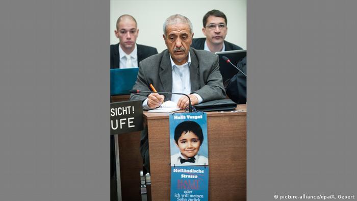 NSU-Prozess - Ismael Yozgat Vater des Kasseler NSU-Opfers Halit Yozgat im Gerichtssaal (picture-alliance/dpa/A. Gebert)