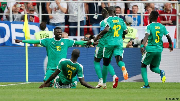 Senegal's M'Baye Niang celebrates scoring their second goal with team mates. Spartak Stadium, Moscow, Russia - June 19, 2018 (REUTERS/Maxim Shemetov)