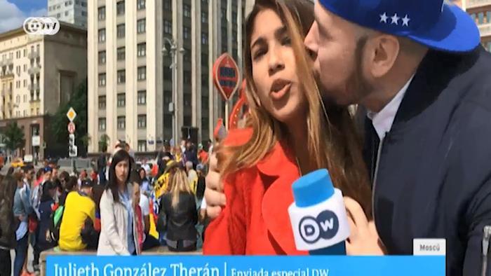Футбольний уболівальник у Москві поцілував журналістку DW
