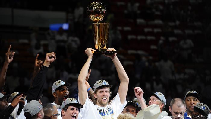 Basketballspieler Dirk Nowitzki | 2011 (picture-alliance/dpa/L.W. Smith)