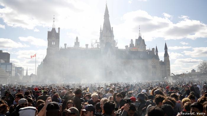 Rauch über Ottawa: Jährliche Marihuana-Kundgebung vor dem Parlament in Kanadas Hauptstadt