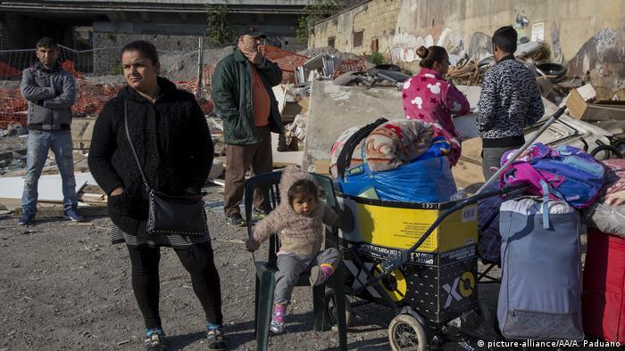 Italien Bevölkerungsgruppe der Roma in Neapel (picture-alliance/AA/A. Paduano)