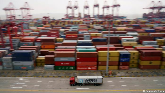 China Tiefwasserhafen Yangshan in Schanghai