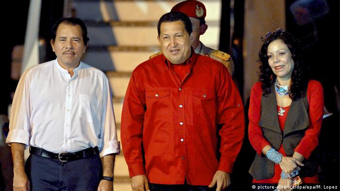 Hugo Chavez meets President Daniel Ortega and then first lady Rosario Murillo in 2008(picture-alliance/dpa/epa/M. Lopez)