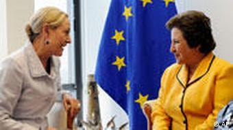 شیرین عبادی و بتینا فرو-والدنر کمیسیر روابط خارجی پارلمان اروپا