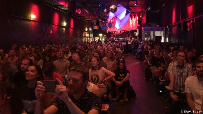 Переполненный зал в берлинском клубе SO36