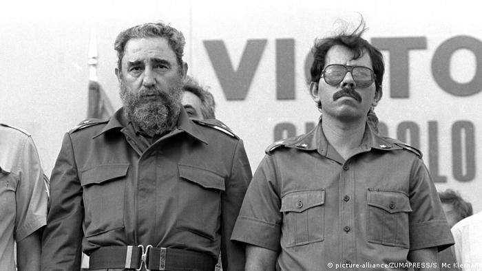 Fidel Castro and Daniel Ortega in Managua, Nicaragua in 1985, as he (picture-alliance/ZUMAPRESS/S. Mc Kiernan)
