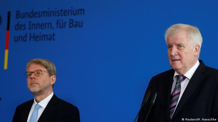 Deutschland PK Hans-Eckhard Sommer und Horst Seehofer