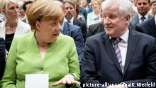 Angela Merkel (CDU) and Horst Seehofer (CSU) (picture-alliance/dpa/K.Nietfeld)