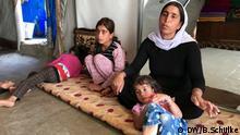 Irak, Jesidin Kocher mit drei ihrer Töchter. Sie war mit ihren Kindern zwei Jahre in IS-Gefangenschaft.